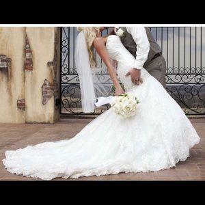 Wedding dress. Allure Bridal.